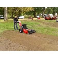 Motoculteur Agria équipé d'un préparateur de sols